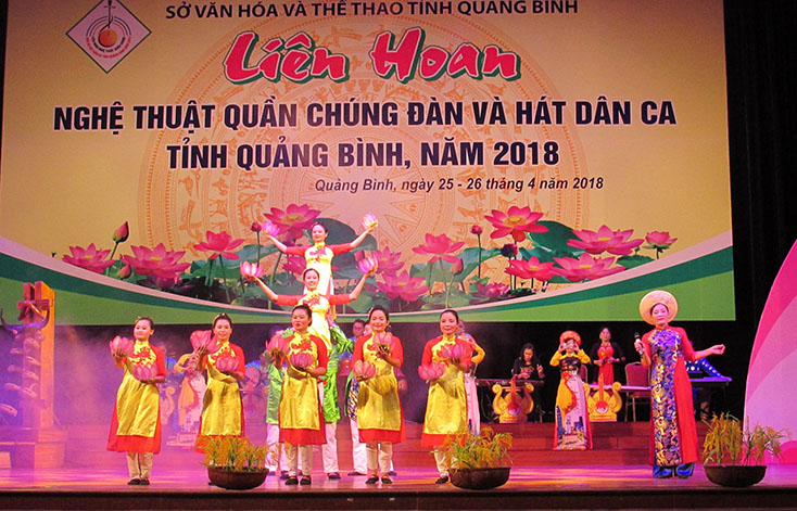 Không chỉ biểu diễn phục vụ người dân địa phương, các CLB văn nghệ dân gian còn tạo nhiều dấu ấn tại các liên hoan nghệ thuật đàn hát dân ca do tỉnh tổ chức.