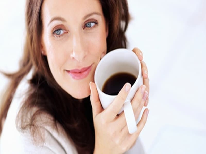 Hình ảnh uống cà phê mỗi sáng